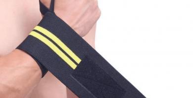 correas o straps de crossfit para levantamiento de peso en gimnasio